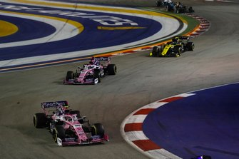 Lance Stroll, Racing Point RP19, devant Sergio Perez, Racing Point RP19, et Daniel Ricciardo, Renault F1 Team R.S.19