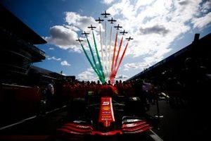 Ferrari mechanics with the car of Sebastian Vettel, Ferrari SF90