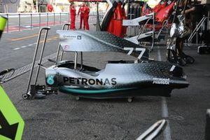 Mercedes AMG F1 W10, pance e cofano motore