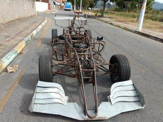 Carro de Fórmula 1 feito por Manoel Luiz
