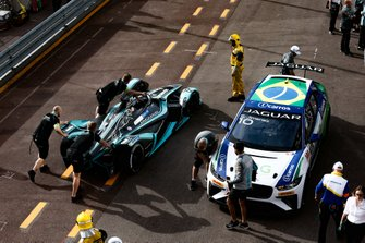 Mitch Evans, Panasonic Jaguar Racing, Jaguar I-Type 3 is pushed past Sérgio Jimenez, Jaguar Brazil Racing in the pit lane