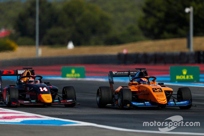 Alexander Peroni, Campos Racing, precede Yuki Tsunoda, Jenzer Motorsport
