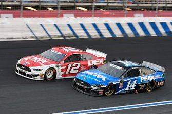 Ryan Blaney, Team Penske, Ford Mustang DEX Imaging,Clint Bowyer, Stewart-Haas Racing, Ford Mustang Peak Antifreeze & Coolant