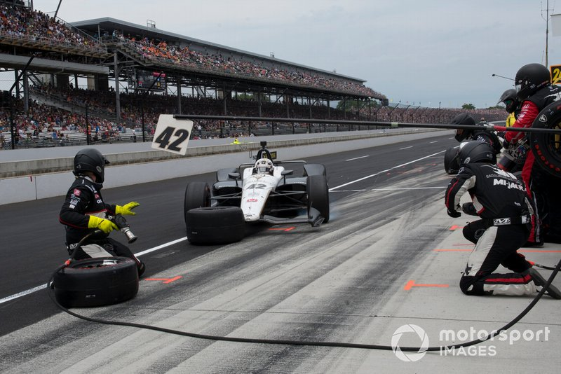 Jordan King, Rahal Letterman Lanigan Racing Honda, se desliza en boxes durante la carrera
