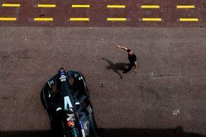 Gary Paffett, HWA Racelab, VFE-05 exits the garage