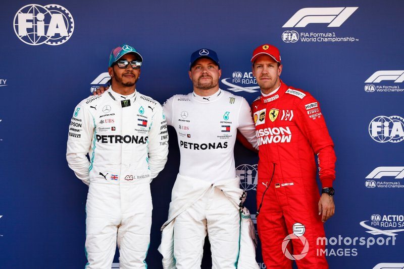 Lewis Hamilton, Mercedes AMG F1, le poleman Valtteri Bottas, Mercedes AMG F1 et Sebastian Vettel, Ferrari sur le Parc Fermé