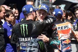 Le vainqueur Maverick Vinales, Yamaha Factory Racing, et le troisième Fabio Quartararo, Petronas Yamaha SRT