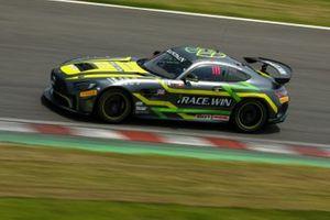 #111 Team iRace.Win Mercedes-AMG GT4: Setiawan Santoso, Ringo Chong