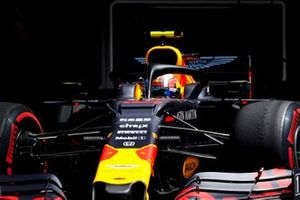 Pierre Gasly, Red Bull Racing RB15, lascia il garage