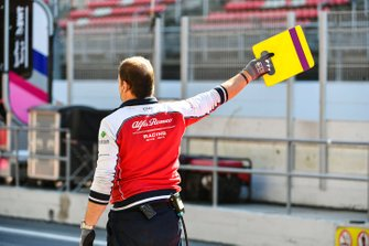 Alfa Romeo Racing mechanic in the pit lane