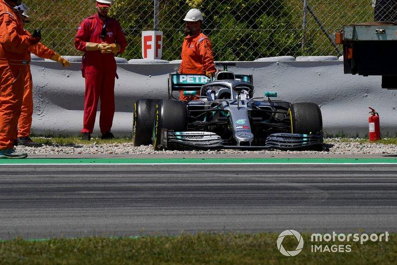 Auto di Nikita Mazepin, private tester, Mercedes AMG F1 nella ghiaia dopo essersi fermata in pista