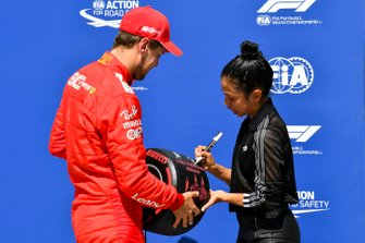 Pole Sitter Sebastian Vettel, Ferrari receives the Pirelli Pole Position Award from Liza Koshy, Actress