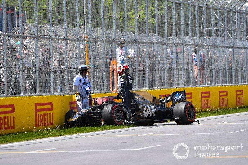 L'incidente di Kevin Magnussen, Haas F1 Team VF-19, alla fine della Q2
