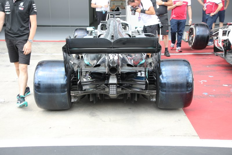 Mercedes F1 AMG W10, parte posteriore