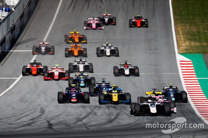Nyck De Vries, ART Grand Prix, comanda all'inizio della gara