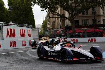 Robin Frijns, Envision Virgin Racing, Audi e-tron FE05, con el alerón dañado, Andre Lotterer, DS TECHEETAH, DS E-Tense FE19