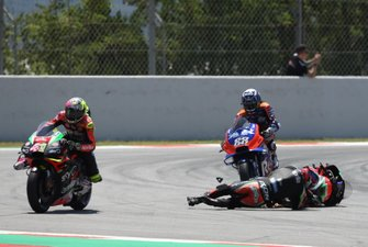 Bradley Smith, Aprilia Racing Team Gresini crashes with Aleix Espargaro, Aprilia Racing Team Gresini