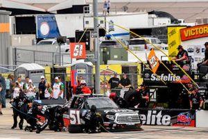 Chandler Smith, Kyle Busch Motorsports, Toyota Tundra Toyota Safelite AutoGlass pit stop