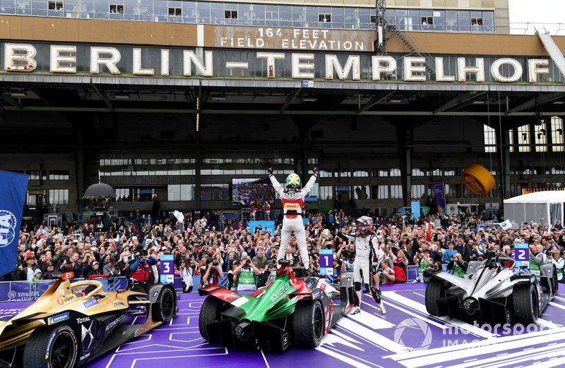 Ganador Lucas Di Grassi, Audi Sport ABT Schaeffler, celebra Audi e-tron FE05