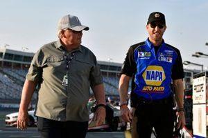 Rick Hendrick and Alan Gustafson, Chase Elliott, Hendrick Motorsports, Chevrolet Camaro NAPA AUTO PARTS