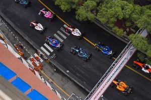 Anthoine Hubert, Arden, devant Mick Schumacher, Prema Racing, Sean Gelael, Prema Racing, Nobuharu Matsushita, Carlin et le reste du peloton