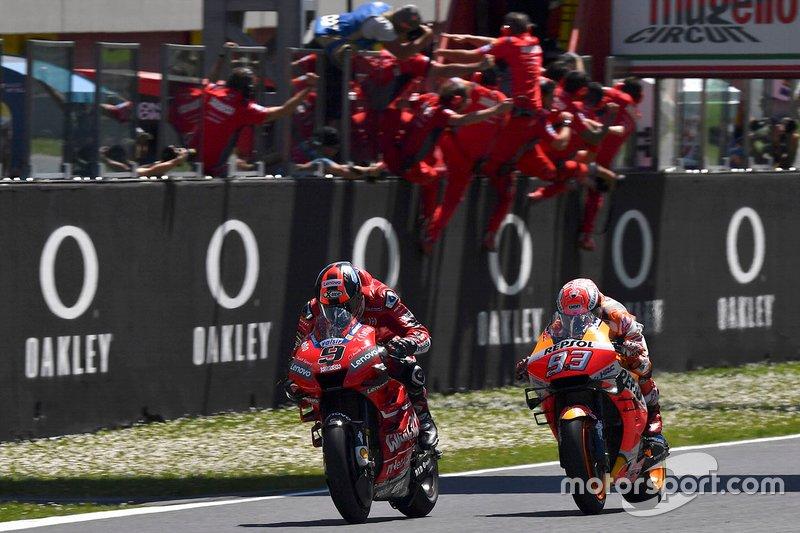 Il vincitore della gara Danilo Petrucci, Ducati Team, secondo posto Marc Marquez, Repsol Honda Team