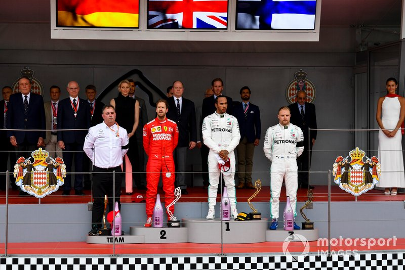 Sebastian Vettel, Ferrari, il vincitore della gara Lewis Hamilton, Mercedes AMG F1 e Valtteri Bottas, Mercedes AMG F1, sul podio
