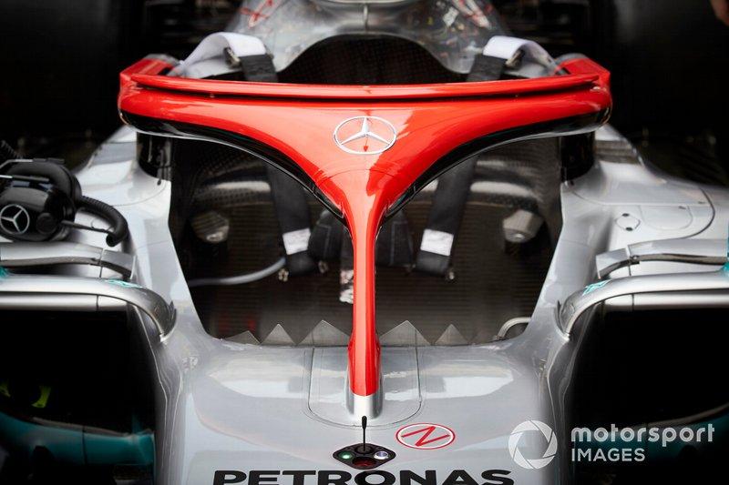 Червоне Halo Mercedes AMG F1 W10 на честь Нікі Лауди