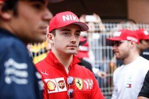 Charles Leclerc, Ferrari, wearing a Niki Lauda tribute hat