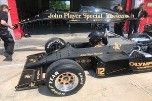 Posa della carrozzeria sulla Lotus 97T di Ayrton Senna
