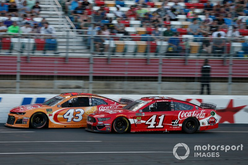 Daniel Suarez, Stewart-Haas Racing, Ford Mustang Coca-Cola Darrell Wallace Jr., Richard Petty Motorsports, Chevrolet Camaro Coca-Cola Orange Vanilla