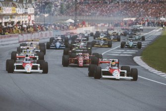 Ayrton Senna, McLaren MP4-5, ahead of Alain Prost, McLaren, Nigel Mansell, Ferrari 640, Riccardo Patrese Wiliams FW12C, Gerhard Berger, Ferrari 640, and the rest of the field at the start