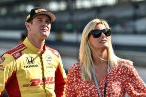 Ryan Hunter-Reay, Andretti Autosport Honda with wife Becky