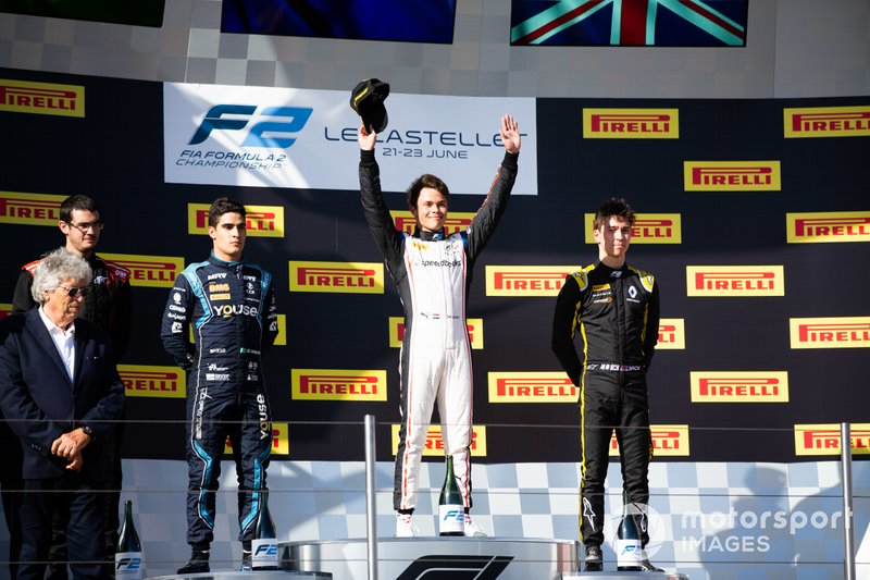 Il vincitore della gara Nyck De Vries, ART Grand Prix, secondo posto Sergio Sette Camara, DAMS, terzo posto Jack Aitken, Campos Racing