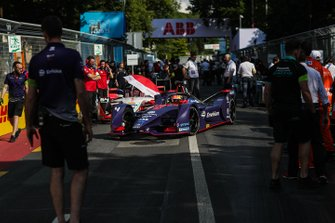 Robin Frijns, Envision Virgin Racing, Audi e-tron FE05 arrive sur sa position de grille
