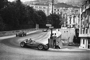Juan Manuel Fangio, Alfa Romeo; Bob Gerard