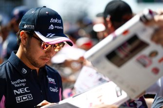 Sergio Perez, Racing Point, signs autographs
