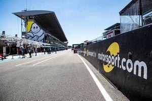 Motorsport.com and Motorsport.tv signage