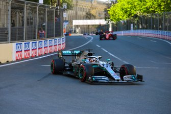 Lewis Hamilton, Mercedes AMG F1 W10, Sebastian Vettel, Ferrari SF90