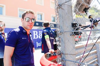 Robin Frijns, Envision Virgin Racing, on a track walk