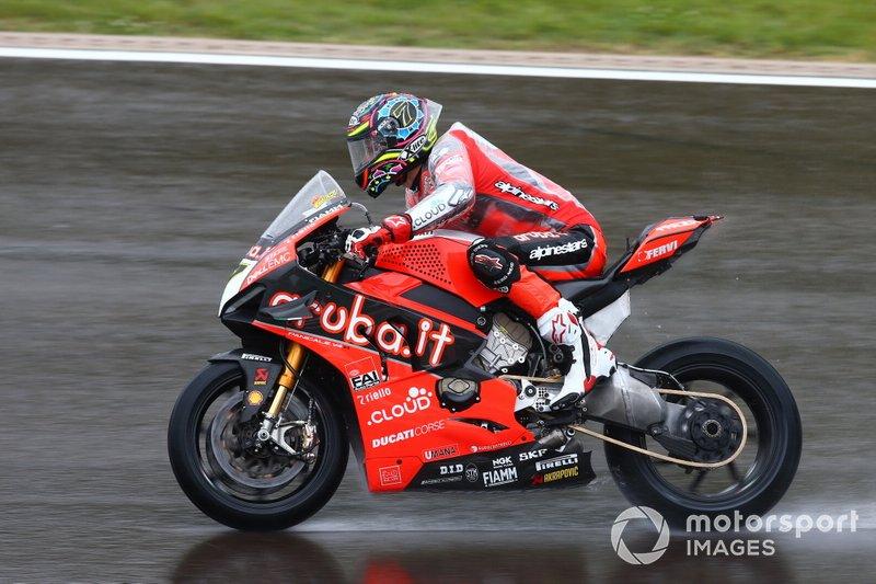 Chaz Davies, Aruba.it Racing-Ducati Team, compie dei giri di valutazione sul bagnato