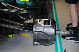 Mercedes front wheel assembly technical detail