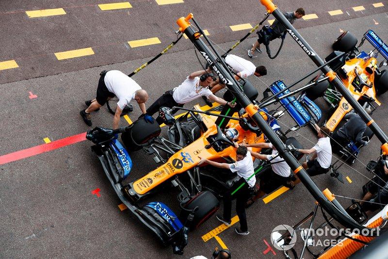Carlos Sainz Jr., McLaren MCL34 y Lando Norris, McLaren MCL34