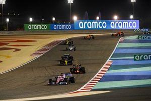 Sergio Perez, Racing Point RP20, Alex Albon, Red Bull Racing RB16, Daniel Ricciardo, Renault F1 Team R.S.20, en Valtteri Bottas, Mercedes F1 W11