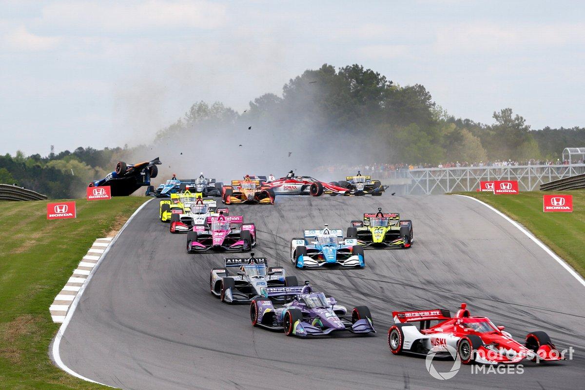 Choque de Felix Rosenqvist, Arrow McLaren SP Chevrolet, Marcus Ericsson, Chip Ganassi Racing Honda, Romain Grosjean, Dale Coyne Racing with Rick Ware Racing Honda