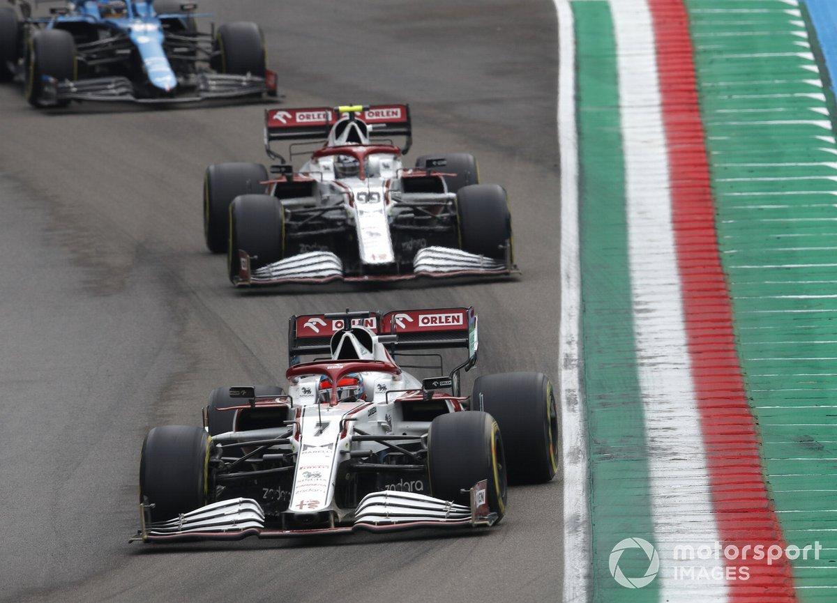 Kimi Raikkonen, Alfa Romeo Racing C41, Antonio Giovinazzi, Alfa Romeo Racing C41, e Fernando Alonso, Alpine A521