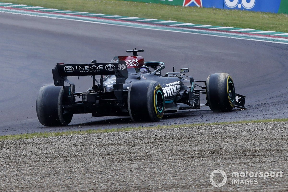 Lewis Hamilton, Mercedes W12, torna in pista dopo l'uscita