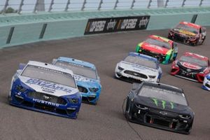 Brad Keselowski, Team Penske, Ford Mustang Dent Wizard, Kurt Busch, Chip Ganassi Racing, Chevrolet Camaro Monster Energy