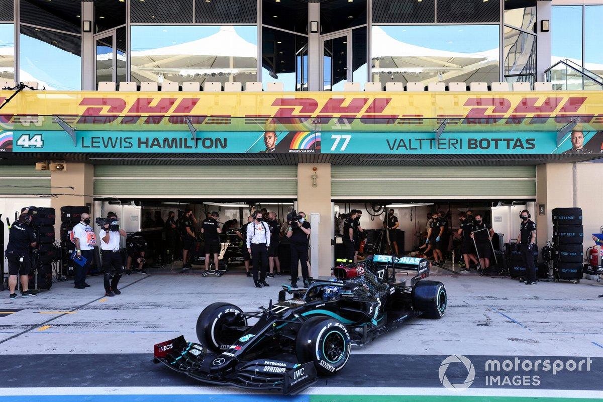 Valtteri Bottas, Mercedes F1 W11, esce dal garage