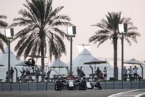 Kimi Raikkonen, Alfa Romeo Racing C39, Pierre Gasly, AlphaTauri AT01
